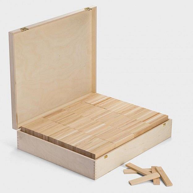 800 Holzbauklötze in der Holzkiste