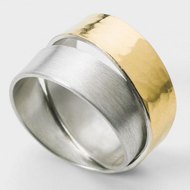 Spiralring Infinity Sterlingsilber/Gold gehämmert